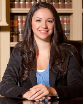 Fernanda Kretzer, Legal Assistant