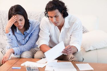 couple pondering short sale