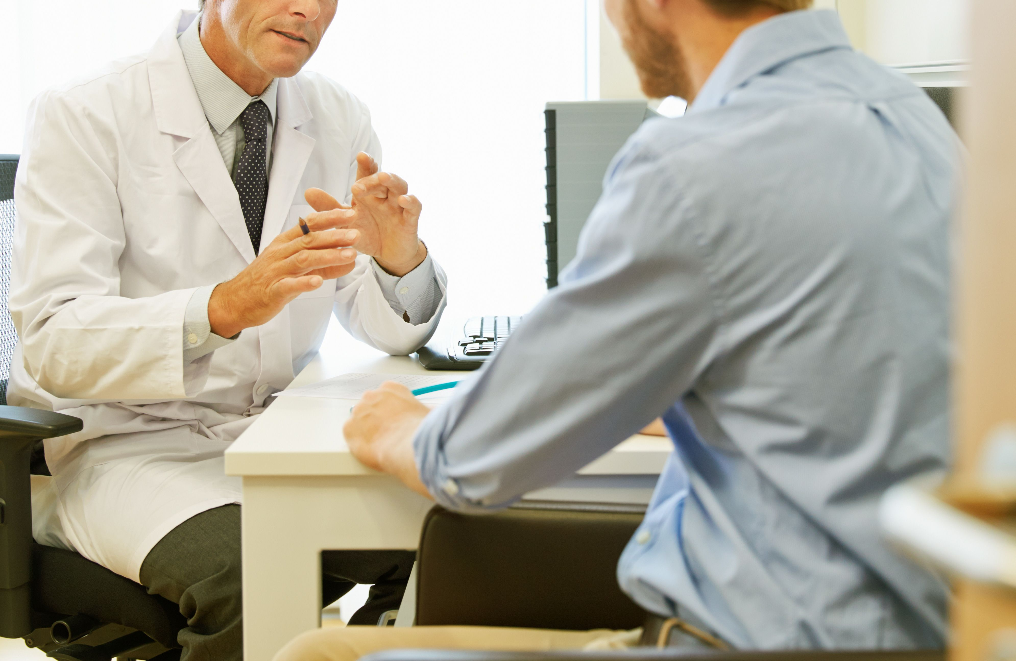Doctor discusses risk with patient