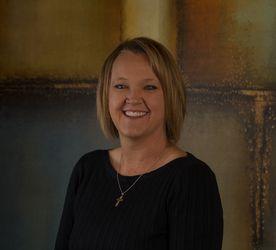 A photograph of Kelli Carter, RDA (Dental Assistant).