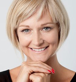 A blonde woman with a complete and healthy smile