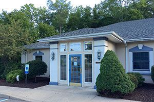 The entrance to ophthalmologist Pocono Eye Associates, Inc. in Northeastern PA