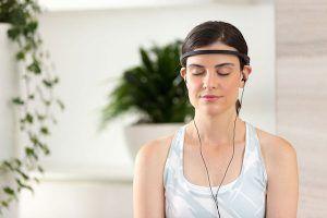 girl using neurofeedback device to meditate